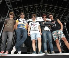 Keko, cantante, Guille, bajista, Alex, guitarrista, Marcos, batería y Lalo, guitarrista son 'Bromas Aparte'